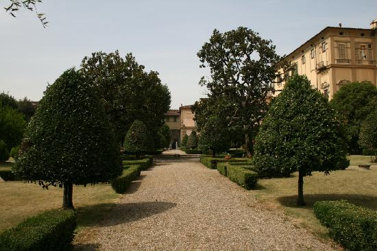 Residenza d'Epoca Home in Palace : the Palazzo, on the right, from the garden