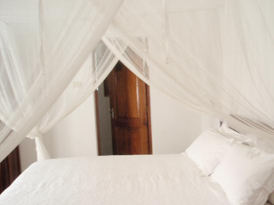 Duqueza de Connaught Guesthouse : Separate bathroom with its own door