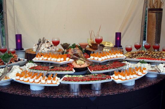 Infime partie d 39 un buffet du soir picture of club for Un hotel ce soir