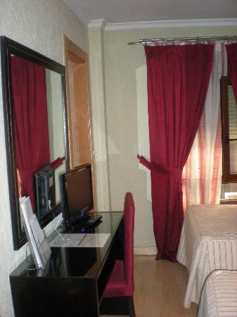Hotel Presidente: tv e scrivania