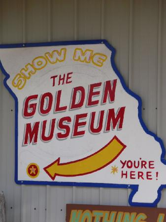 Golden Pioneer Museum: Sign out front.
