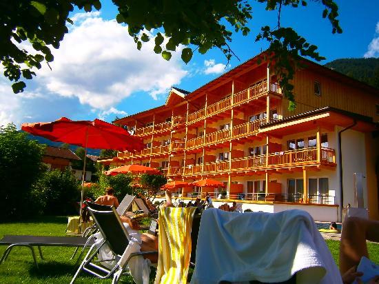 Kinderhotel Buchau: Von der Liegewiese zu einem Hotelbereich
