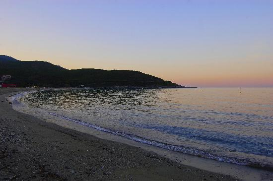 Camping La Pietra : la spiaggia adiacente