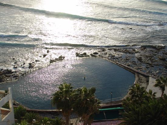OCÉANO Hotel Health Spa: Die Meerespiscina bei Sonnenuntergang