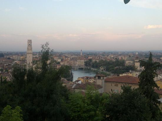 Camping Castel San Pietro: Verona - view from the terrace