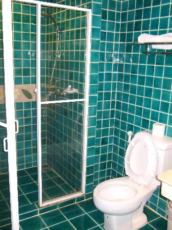 Lomtalay Chalet: Bathroom