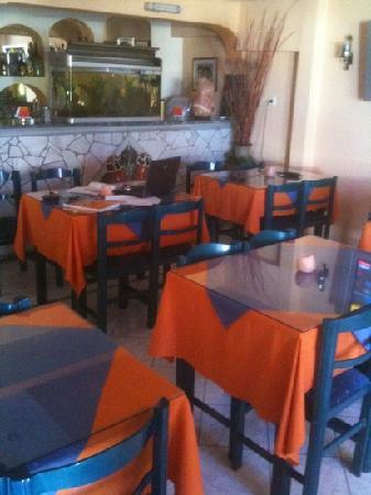 Margarita Hotel: breakfast room