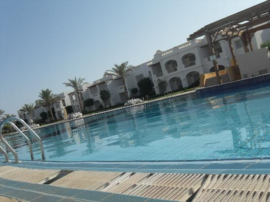 Continental Plaza Beach Resort: the large pool