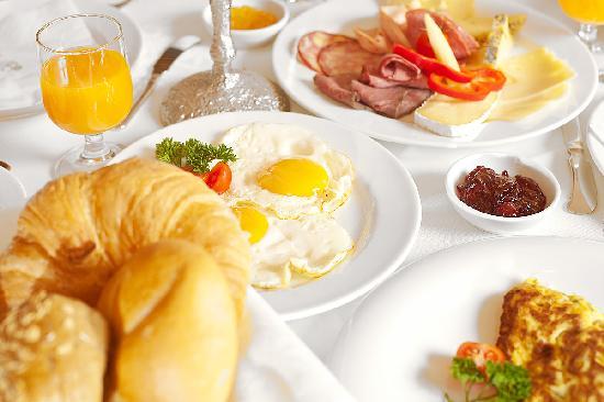 Hotel Edelweiss & Gurgl: Frühstück im Hotel