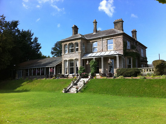 Broughton Craggs Hotel: Front of Hotel