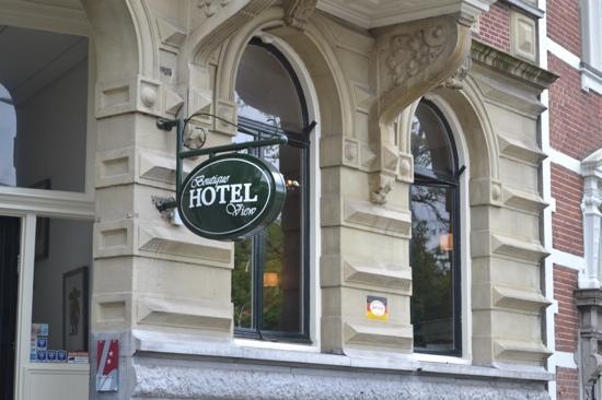 บูตีคโฮเต็ล วิว: hotel sign
