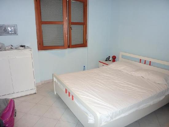 Zanzariera Da Letto : Camera da letto zanzariera alla finestra ma senza ventilatore o