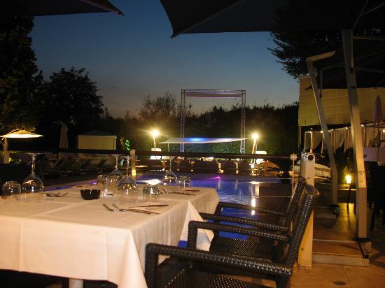 Hotel La Villa Resort: cena a bordo piscina