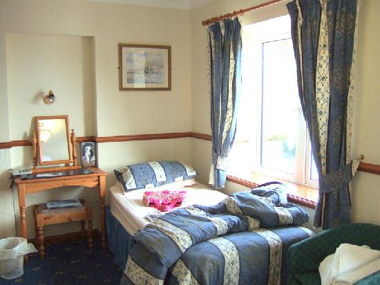 The Gower Hotel and Orangery Restaurant : Family Bedroom