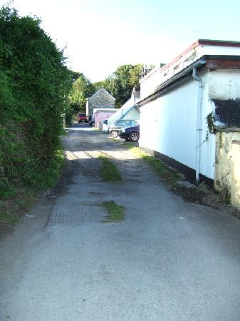 The Gower Hotel and Orangery Restaurant: Narrow track road to rear car park