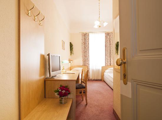 Hotel Graf Stadion: Twin bed room/Zweibettzimmer