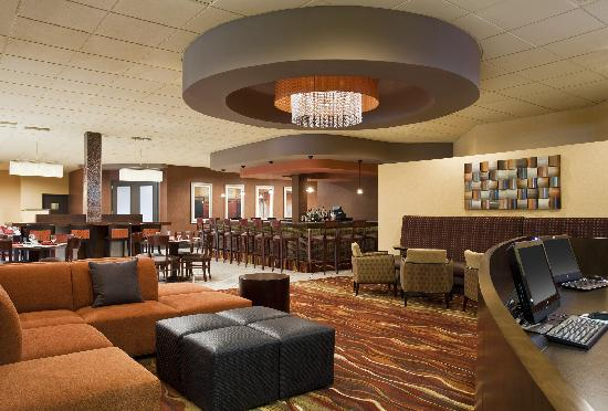 Four Points by Sheraton Milwaukee North Shore: Lobby