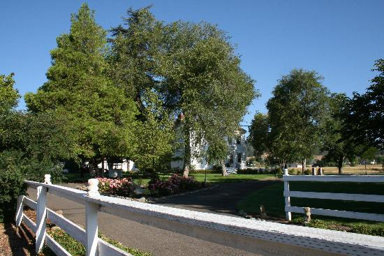Bybee's Historic Inn: View from the front. We stayed in the carriage house in the rear.