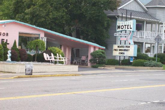 The Lake George Windsor Motel: windsor motel