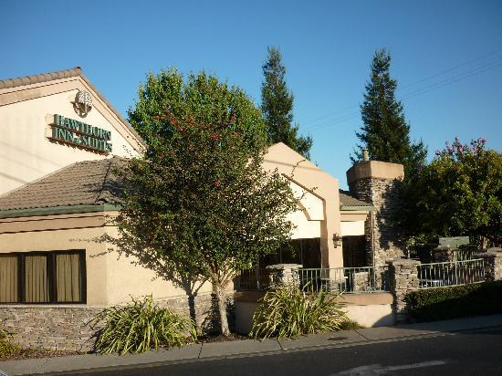 Hawthorn Suites by Wyndham Napa Valley: Hotel von außen