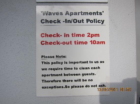 Kaikoura Apartments : One of the strange notes