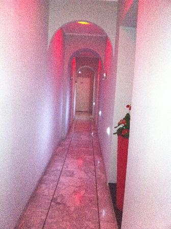 H Rooms Boutique Hotel : Corridoio d'entrata