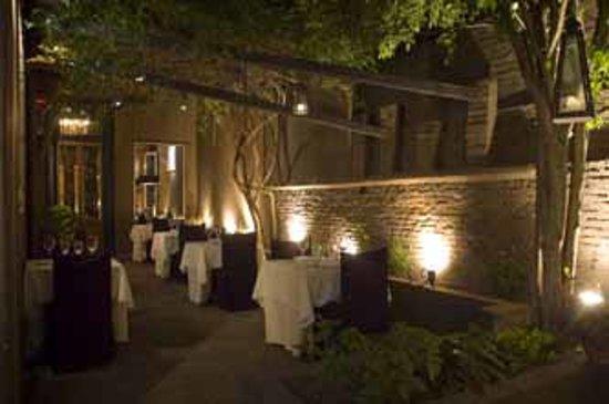 Lova restaurant : patio