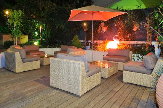Mercure Cannes Croisette Beach: Bar Lounge by night