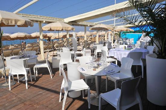 Mercure Cannes Croisette Beach: Restaurant of the Private Beach
