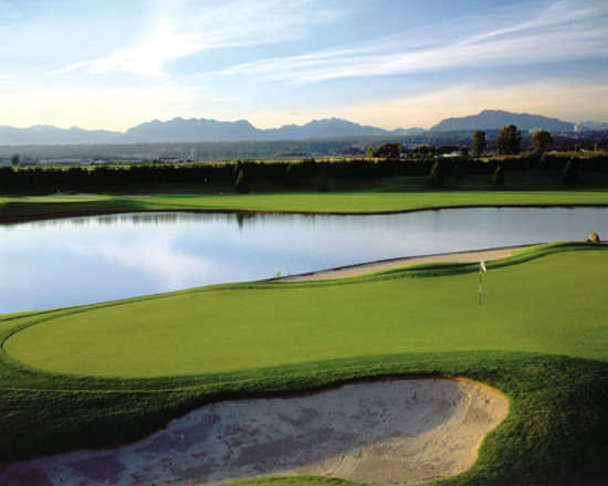 Mayfair Lakes Golf and Country Club: Mayfair Lakes with views of the North Shore mountains
