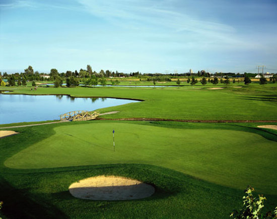 Mayfair Lakes Golf and Country Club: The 16th hole at Mayfair Lakes