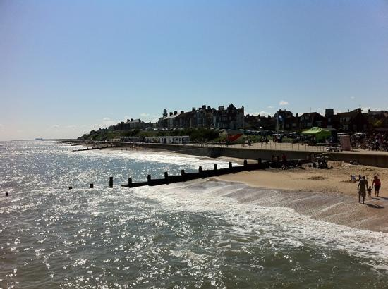 The Swan Hotel: Southwold Beach