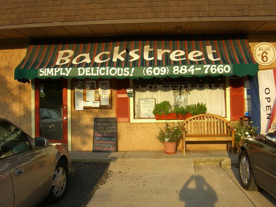 Backstreet Simply Delicious: Front door is simple but food is great