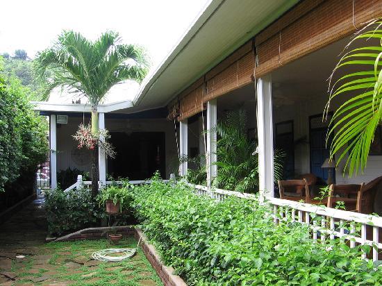 La Posada Azul: The breakfast porch is on right