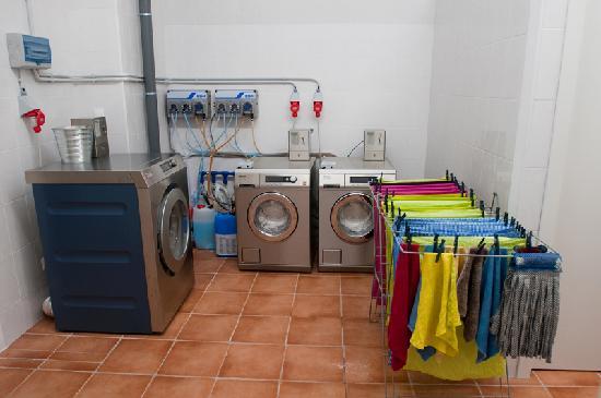 Lisb'on Hostel: Laundry: wash and dry