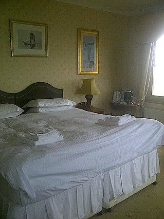 Fairways Hotel : Bed (Room 1)