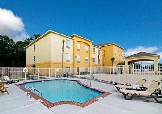 Comfort Inn & Suites : Outdoor Pool