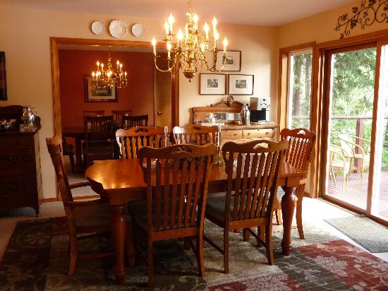 All Seasons River Inn: Dining Rooms
