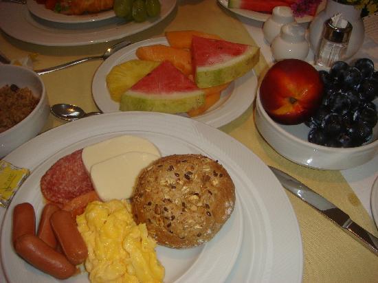 هوتل بارك: I love my continental breakfast!
