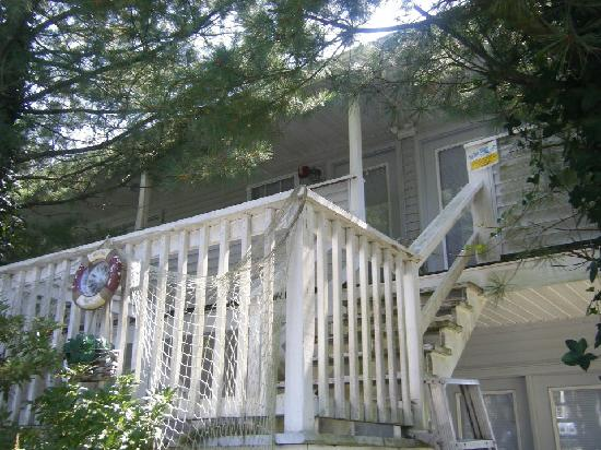 Blue Whale Inn: balcony to a few rooms