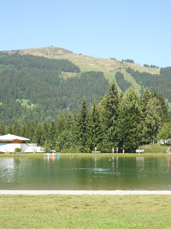 L'Ours Blanc : The lake at Les Gets
