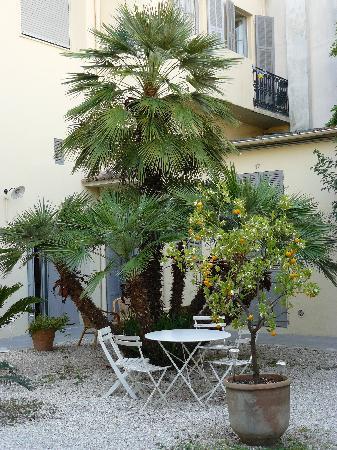 Clair Hotel: garden