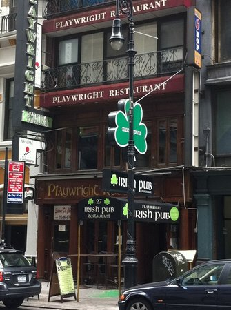 Playwright Irish Pub: No good for food!!