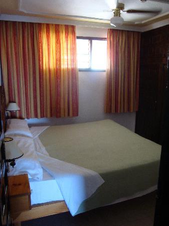 Rey Carlos: Bedroom