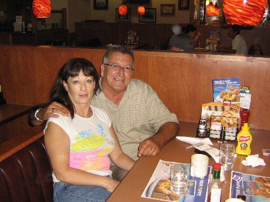 فييستا هندرسون هوتل آند كازينو: Enjoying breakfast at Fiesta Hotel.