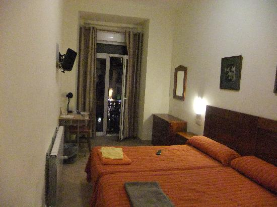 Hostal Tirso Plaza : Our room