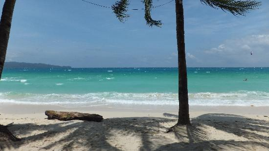 Victory Beach Resort: Lovely white beach