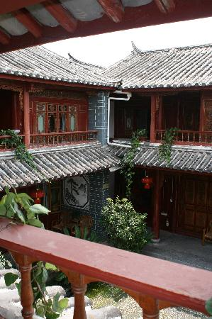 Lijiang Sanhe Hotel: internal courtyard