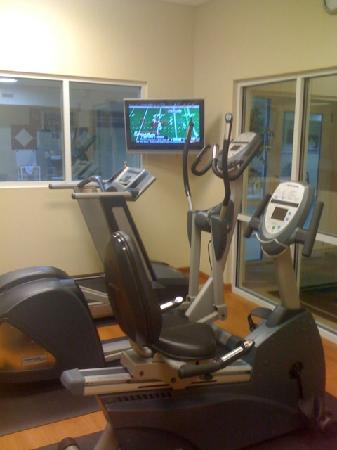 Country Inn & Suites by Radisson, Fairburn, GA: After that breakfast- Work it off in the fitness room