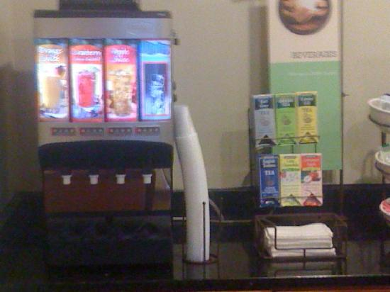 Country Inn & Suites By Carlson, Fairburn: Coffee, tea, juices, milk, They have it!